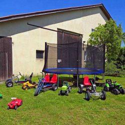 Fuhrpark für Kids und Riesentrampolin