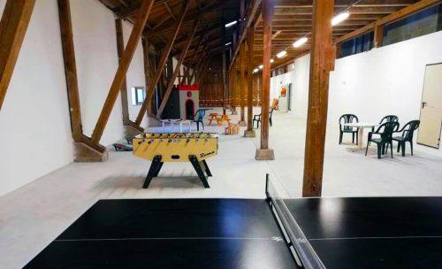 Spielscheune mit Tischtennisplatte